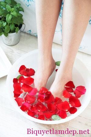 Chăm sóc đôi chân xinh tại nhà